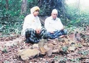 Jaringan Ulama Nusantara Dan Timur Tengah Kepulauan Nusantara Azyumard syeikh abdul samad al falimbani ulama sufi dan syuhada