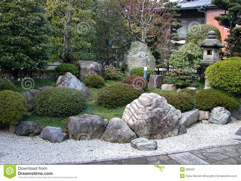 rocce da giardino prezzi giardino di rocce immagine stock immagine di verde