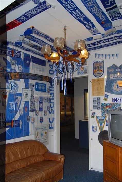 wohnzimmer eines echten schalke fans