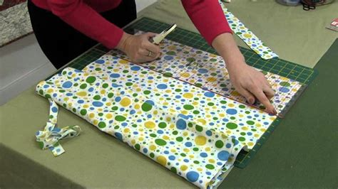 Easy Patchwork Projects - basic quilting and patchwork cutting tips from sew easy