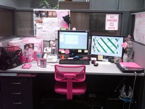 office desk decor ideas aww super girly cubicle at the office pinterest