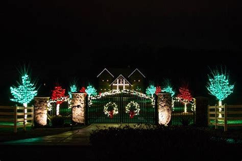 residential outdoor christmas light display beautiful
