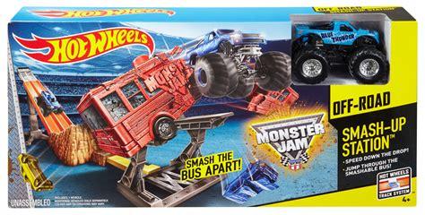 hotwheels monster jam trucks wheels 174 monster jam 174 smash up station track set