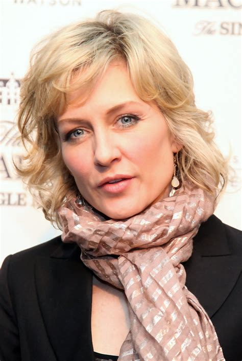pictures of amy carlson hairstyle amy carlson photos photos albert watson toasts the