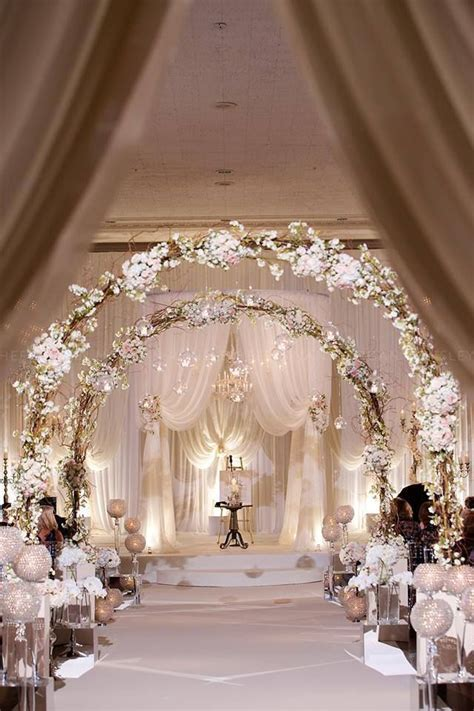 25 Romantic Winter Wedding Aisle Décor Ideas   Beautiful