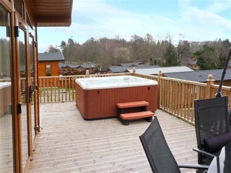 Log Cabins And Cottages With Tubs by Log Cabin White Cross Bay With Tub Logcabinholidays
