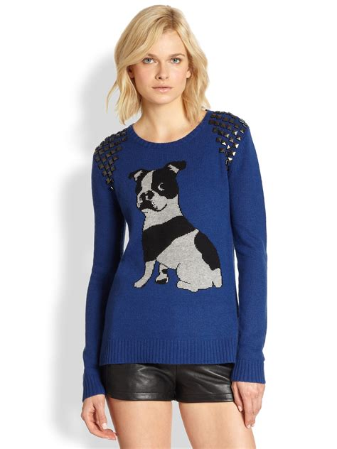 Sweater Buldog Putih 1 bcbgmaxazria studded bulldog intarsia sweater in blue lyst