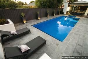 Modern Poolside Landscaping Completehome Modern Tropical Kitchen Design