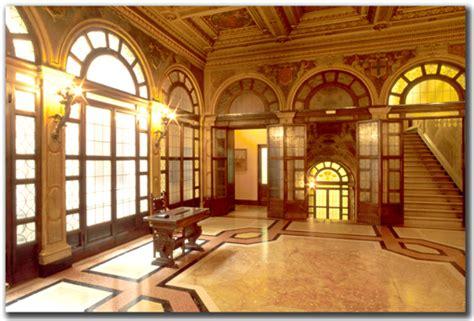 carisbo sede bologna palazzi storici meridiana immagini agenzia