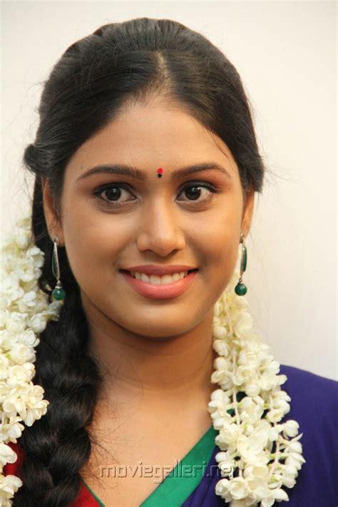 latest female headshave videos picture 349167 actress manisha yadav at jannal oram