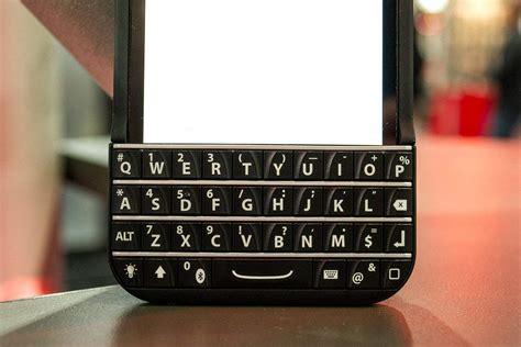 patent troll blackberry  ryan seacrests typo keyboard  deliberate copy cult  mac