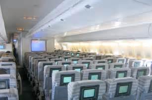 file japan airlines 747 400 economy cabin jpg wikimedia