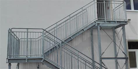 carport 2 stützen aussen treppen
