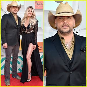 2016 jason aldean wife sam hunt jake owen jason aldean hit up cmt awards 2016