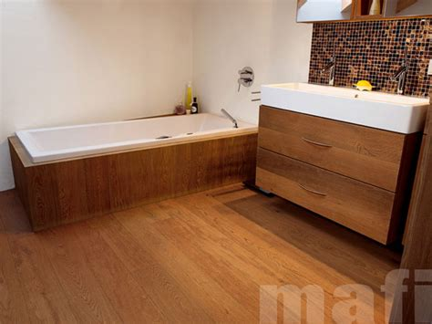 Holzfußboden Im Badezimmer by Holz Im Bad Weil Parkett Und Fussbodentechnik Langg 246 Ns