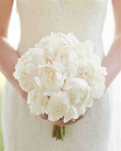 White Wedding Bouquets For Brides by 64 White Wedding Bouquets Martha Stewart Weddings