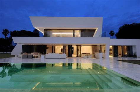 beautiful all white house with pool forum top model for fans of selena 3