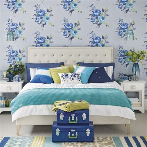 Blue Bedroom Wallpaper Opt For A Classic Blue And White Bedroom Wallpaper Ideas