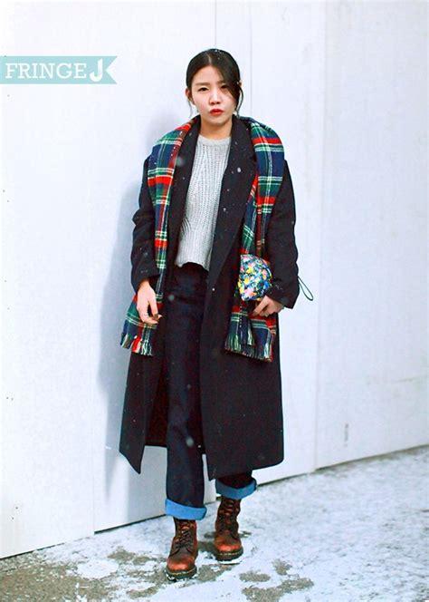 Fashion Stylist Andre J On Lxtv by 25 사무직 블랙 오버사이즈 코트와 체크머플러의 조화가 돋보이는 빈티지룩 코트 자라 신발