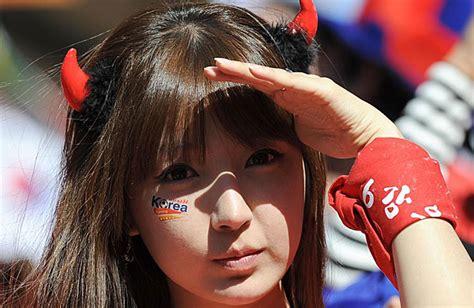imagenes coreanas sexis las porristas mas sexys dos lindas aficionadas coreanas