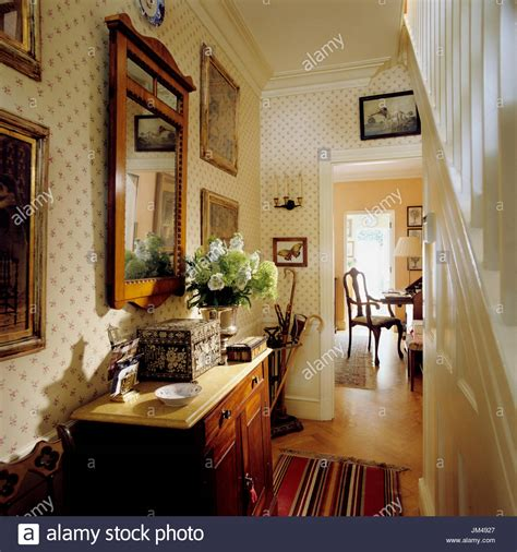 flur tisch hallway home mirror stockfotos hallway home mirror