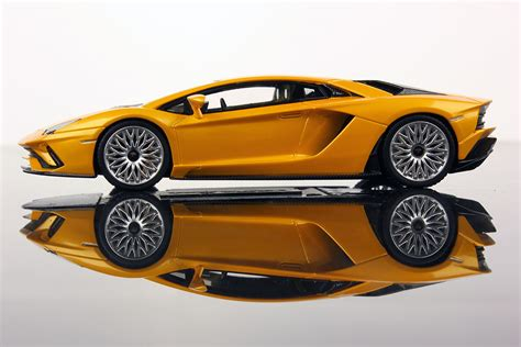 Lamborghini Aventador S 1:43   Looksmart Models