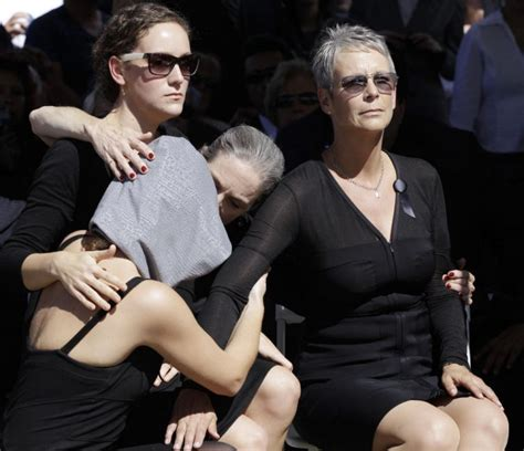 jamie lee curtis family pics mourners eulogize colourful tony curtis at las vegas