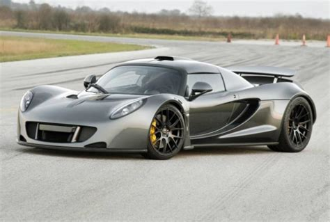 How Fast Is The Fastest Bugatti Hennessey Venom Gt Beats Bugatti Veyron Sport As