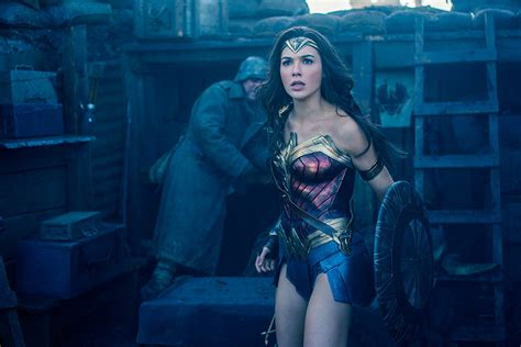 film seri wonder woman wonder woman writer says gal gadot movie was inspired by