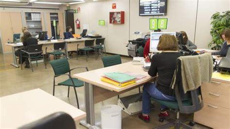 oficina desempleo malaga el psoe acusa al gobierno de recortar m 225 s de 400 millones