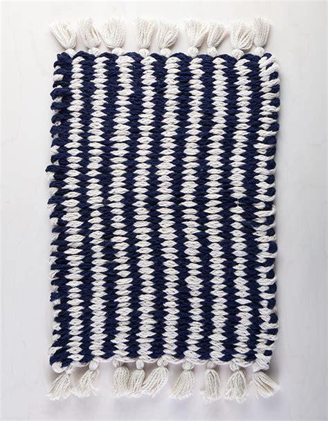 finger knitting rug woven finger knit rug class on creativebug flax twine