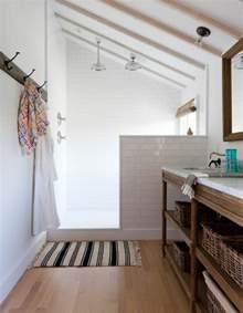 Beau Salle De Bain Sous Pente De Toit #5: salle-de-bain-combles-couleur-blanche.jpg
