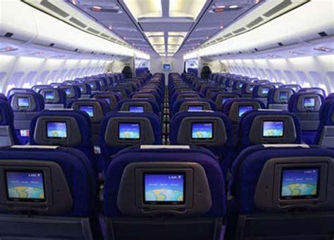 interno aereo alitalia tanto pesi tanto ti costa volare contronotizia