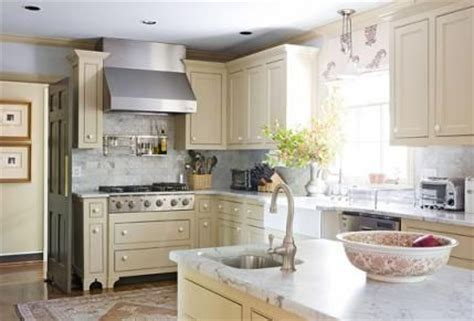 putty colored kitchen cabinets pin by penny houle on kitchens pinterest