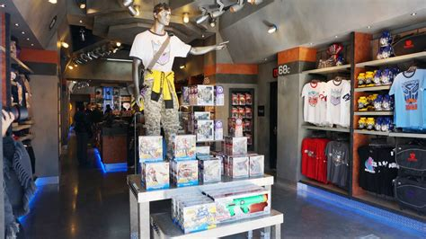 universal gifts transformers gift shop now open at universal studios florida includes 48 images hd