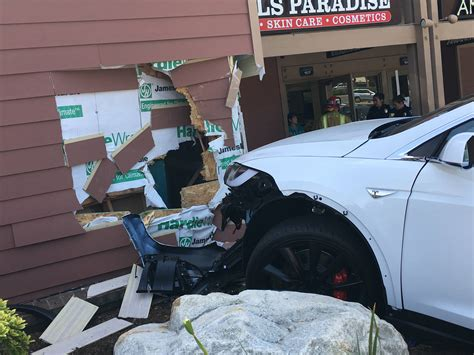 Tesla Incident Tesla Model X Crashes Into Building