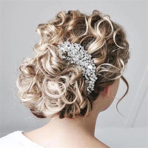 Curly Hairstyles For Wedding by 20 Soft And Sweet Wedding Hairstyles For Curly Hair 2018