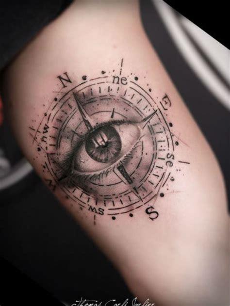 tatouage biceps œil