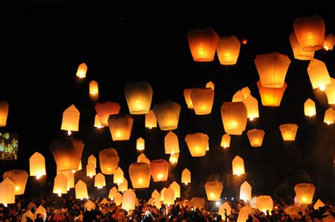 latern l lighting up the sky with diy floating lanterns