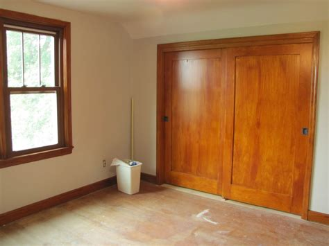 Brown Polished Mahogany Wood Sliding Colset Door With Wood Bypass Closet Doors