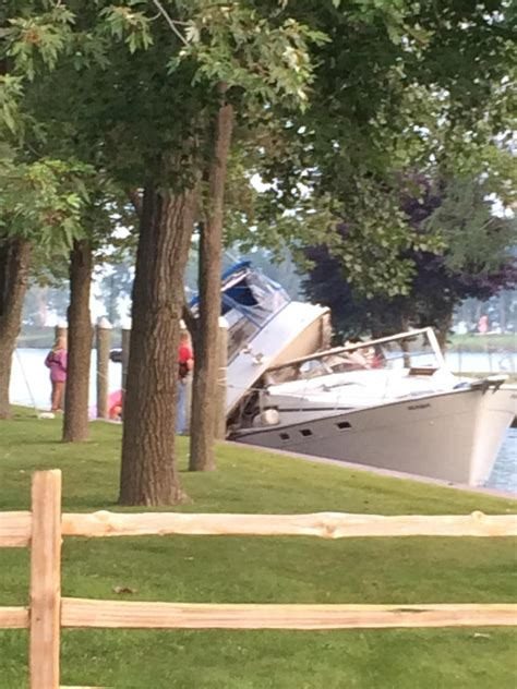 boating accident quebec 4 hospitalized after boating accident in lake st clair