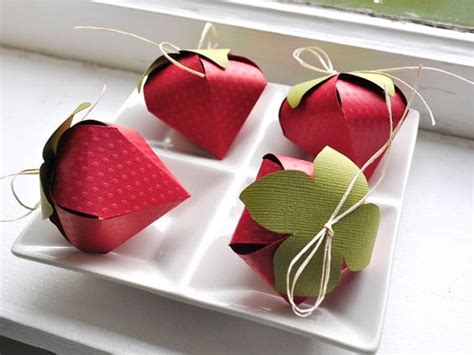 How To Make Paper Look 3d - 3d things made from paper fortune cookie strawberry