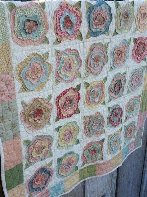 pattern for french rose quilt french roses quilt fabric and thread pinterest