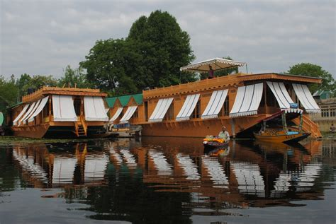 srinagar boat house house boat srinagar 28 images a luxury houseboat on dal lake srinagar kashmir