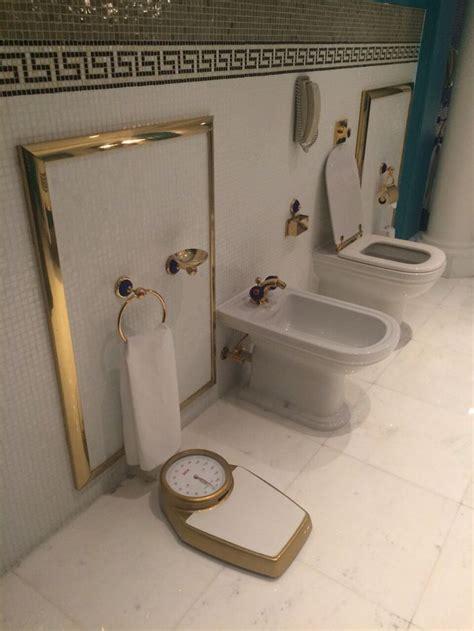 burj al arab hotel  gold plated bathroom   rooms