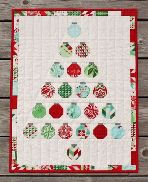 pattern for christmas quilt jen daly quilts christmas baubles quilt