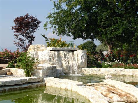 giardino con pietre il fascino delle pietre giardino con pietre naturali bianche
