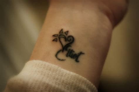 cool word tattoos cool name wrist ideas ideas pictures