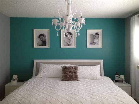 teal bedroom ideas  simple teal wall  pops