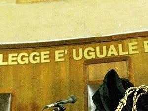 trasferimento d ufficio lecce trasferita la presidente tribunale quot suo figlio